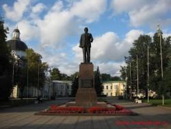 Памятник М.И. Калинину на пл. Революции (бывшей Соборной пл.)